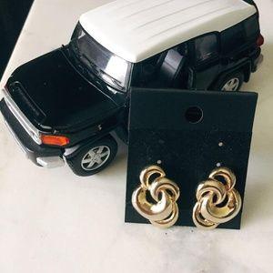 Jewelry - EUC elegant vintage gold earrings